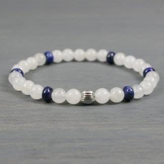 Stretch bracelet in snow quartz, lapis lazuli, and stainless steel